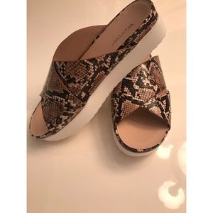 Wanted Casual Slides
